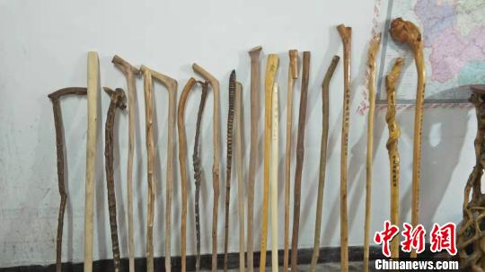 浙江武义扶贫干部与40多根拐杖:一根拐杖一段脱贫情