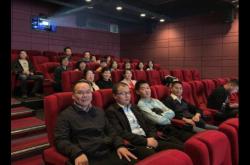 郑大二附院机关一支部组织观看爱国主义电影《攀登者》