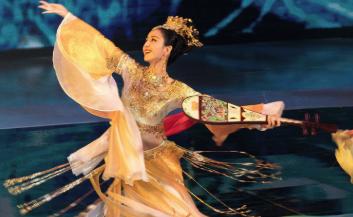 佟丽娅搭档新人主持央视春晚,36年主持人名单你最爱谁
