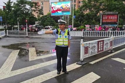 西平交警:扎实做好恶劣阴雨天气道路交通安全管理工作