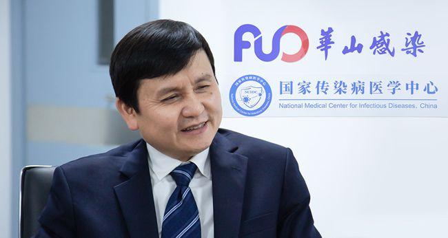张文宏:抗击新冠是持久战,打疫苗去,否则真要吃亏