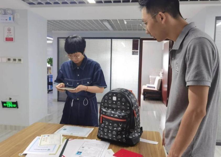 郑州地铁逆行医生于逸飞入职了 他把所获奖金捐给了新乡